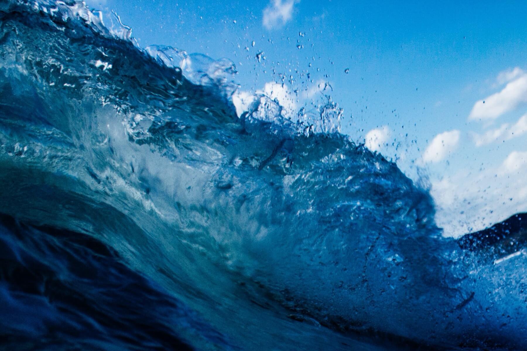 Wave in the ocean-2